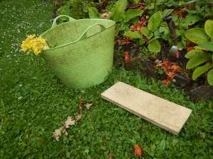 kneeling pad, kneeling mat, foam gardener kneeling pad, knee protector, garden knee pads review, garden Victoria, Vancouver Island, BC Pacific Northwest