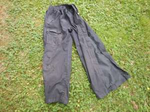 tough shell hiking pants with full leg zippers, knee protectors, garden knee pads review, garden Victoria, Vancouver Island, BC Pacific Northwest